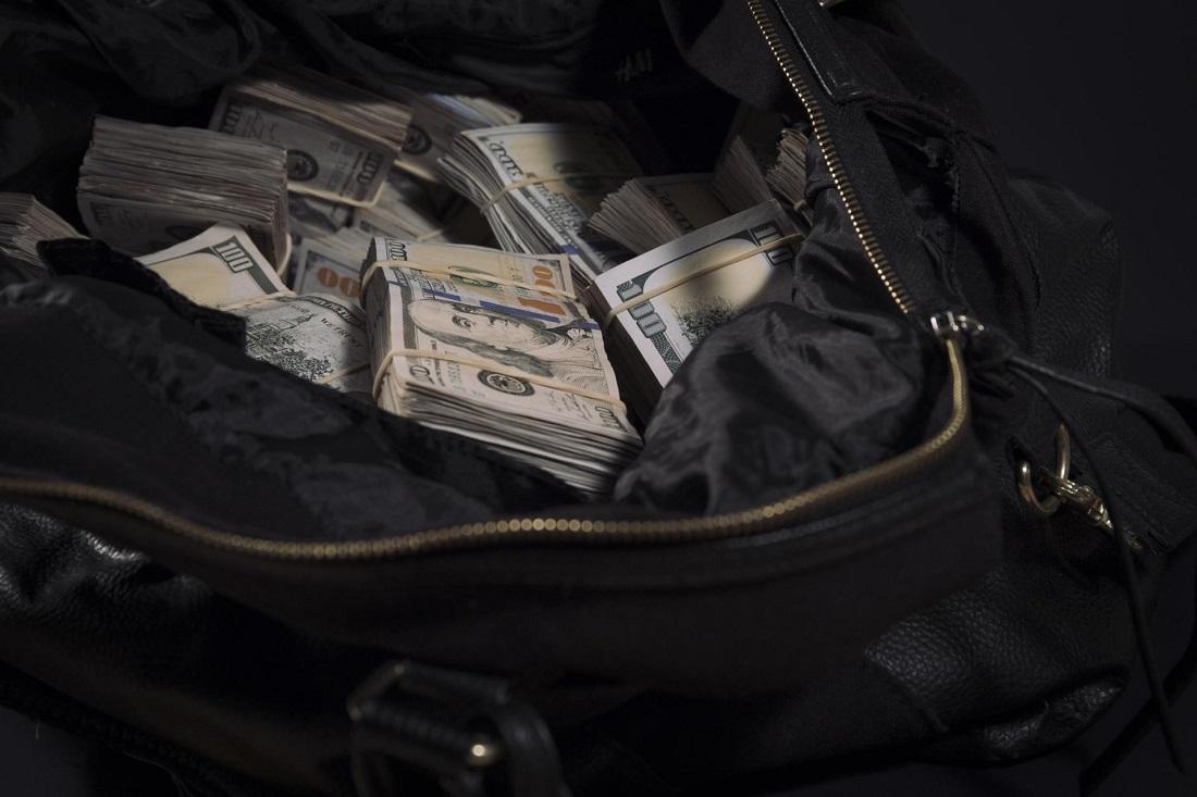 Доллары деньги в сумках фото